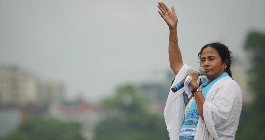 ''दलबदलू नेता'', ''किसानों की मसीहा'' का लबादा ओढ़ कैसे सत्ता के शिखर पर पहुंचीं ममता दीदी...