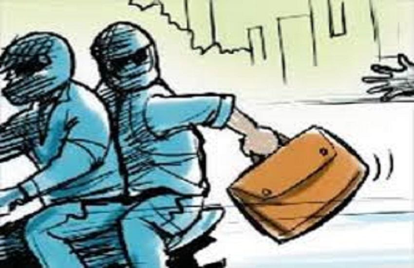 रोडरेज के बहाने झगड़ा कर लगभग 10 लाख रुपए दे उड़े बदमाश