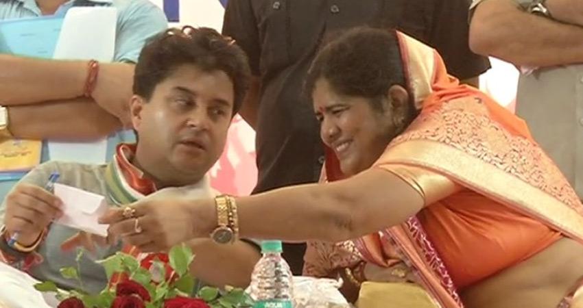 चुनाव आयोग ने मध्यप्रदेश में भाजपा प्रत्याशी इमरती देवी को जारी किया नोटिस