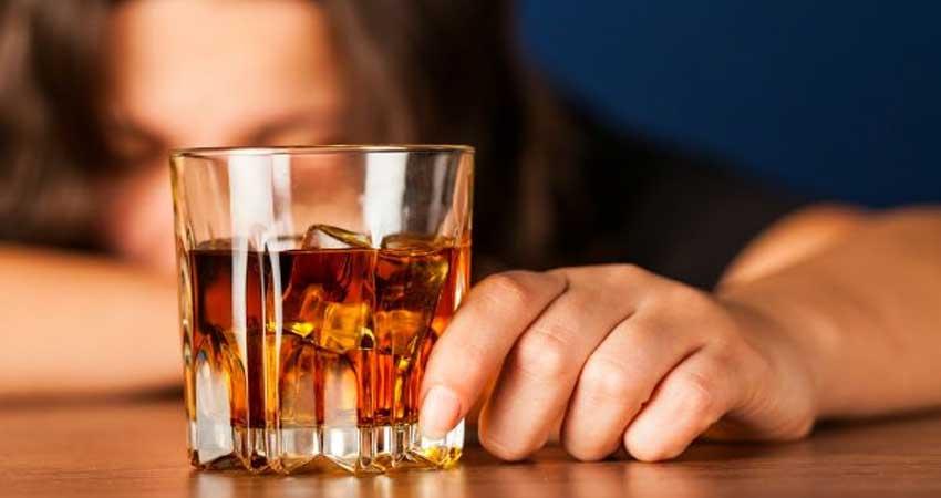 रोज 1-2 गिलास शराब पीना आपके लिए फायदेमंद है या नुकसानदायक?