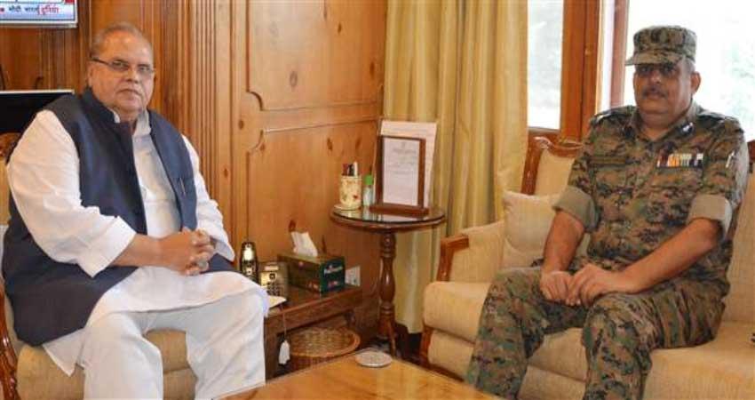जम्मू-कश्मीर के मौजूदा हालात पर CRPF के एडीजी ने राज्यपाल से की मुलाकात