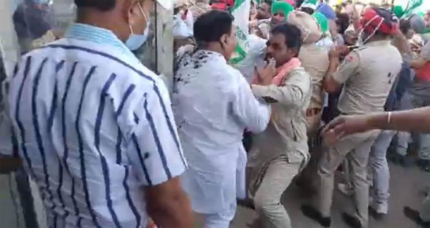 पंजाबः नाराज किसानों ने BJP MLA पर उतारा गुस्सा, अरुण नारंग के साथ की मारपीट