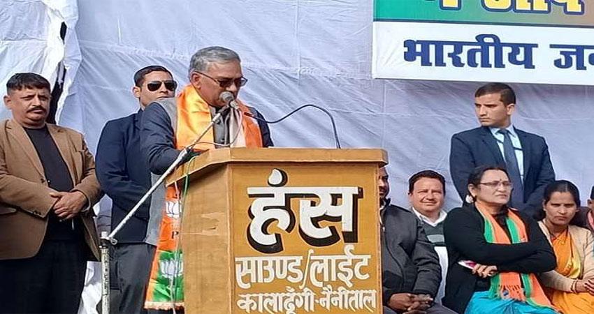 CM त्रिवेंद्र सिंह रावत ने दिया विवादित बयान, बोले-राजीव गांधी थे बुजदिल