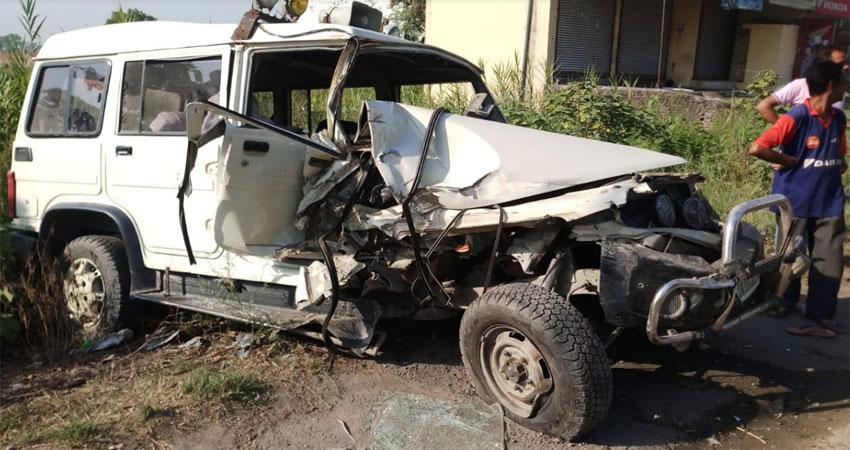देहरादून: खनन सामग्री से भरी ट्रैक्टर-ट्रॉली ने मारी तहसीलदार के वाहन को टक्कर, 6 गंभीर