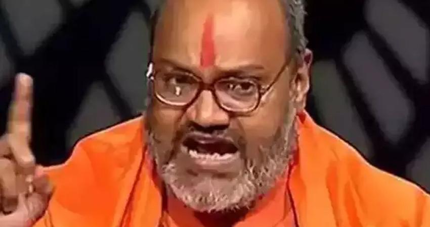 यति नरसिंहानंद सरस्वती ने अब NCW की अध्यक्ष रेखा शर्मा के खिलाफ कहे अपशब्द
