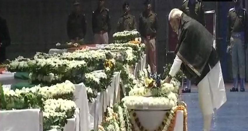 दिल्ली में PM नरेंद्र मोदी, राहुल गांधी, अरविंद केजरीवाल ने दी शहीदों को श्रद्धांजलि