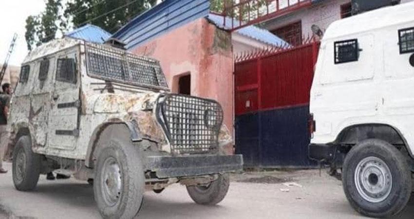 जम्मू कश्मीर: पुलवामा में एक बार फिर आतंकी हमला, 5 लोग घायल