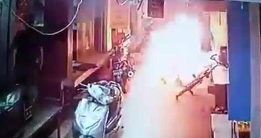 फिरोजाबाद में आग के हवाले किए गए कारोबारी की मौत, विपक्ष ने साधा योगी सरकार पर निशाना