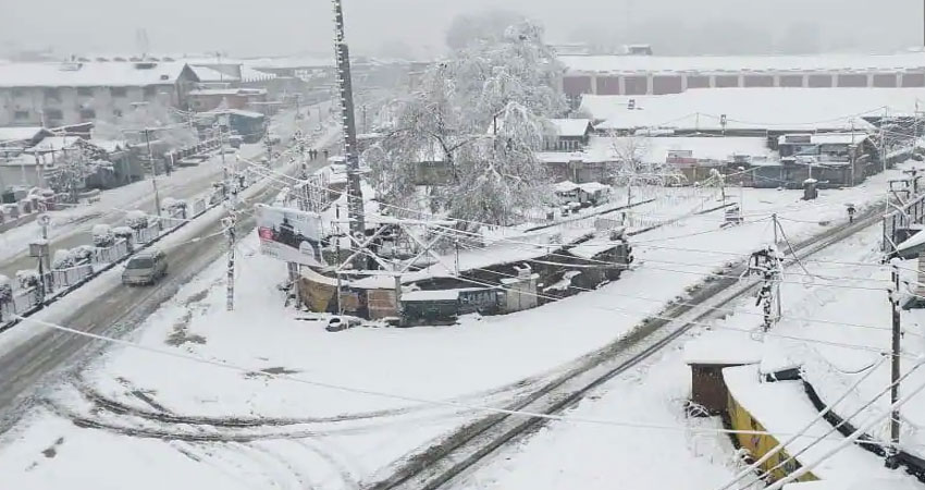 कश्मीर: बर्फबारी के कारण मीडिया सुविधा केंद्र में इंटरनेट सेवा हुई ठप