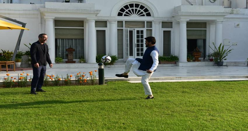 फुटबॉल को बढ़ावा देने के फीफा के सीईओ से खेल मंत्री अनुराग ठाकुर ने की मुलाकात