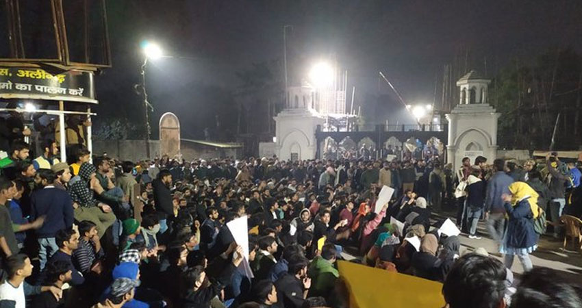 AMU में गणतंत्र दिवस कार्यक्रम में कुलपति के खिलाफ छात्रों ने की नारेबाजी