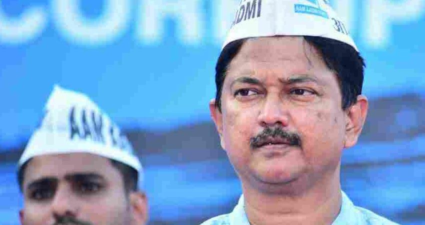गोवा AAP के संयोजक एल्विस गोम्स ने छोड़ा पद, महाम्ब्रे को किया नामित