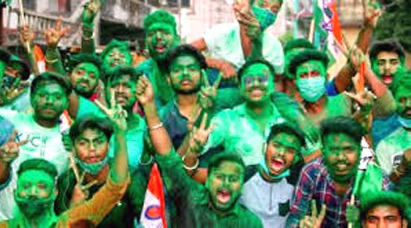 रिकॉर्ड जीत के साथ ममता की बढ़ी सियासी हनक,उपचुनाव में बंगाल की तीनों सीटों पर टीएमसी का कब्जा
