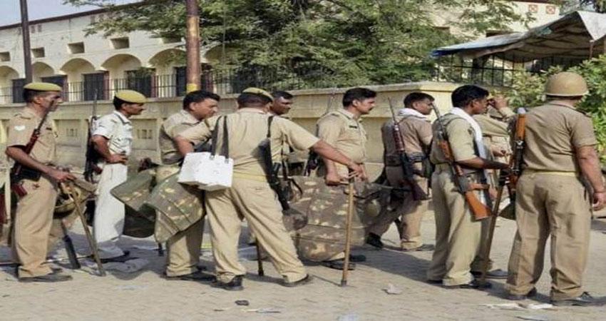 पुलिस अधिकारियों को ब्लैकमेल करने वाले 4 पत्रकारों को UP पुलिस ने धरा