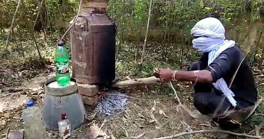 हरिद्वार में कच्ची शराब बनाते पकड़े गए दो स्कूली छात्र
