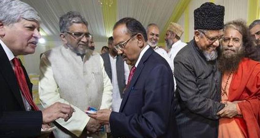 अयोध्या मामले को लेकर अजित डोभाल भी सक्रिय, धार्मिक नेताओं से मिले