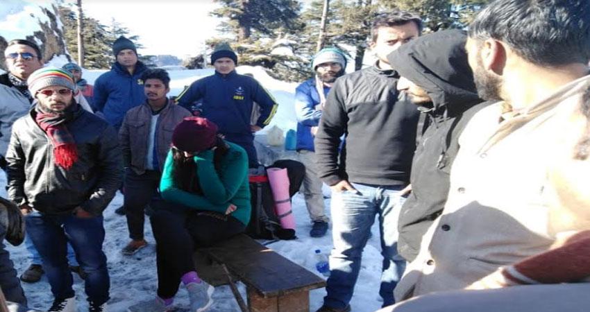 एसडीआरएफ ने 9 दिन से बर्फ में फंसे पर्यटकों को सुरक्षित निकाला