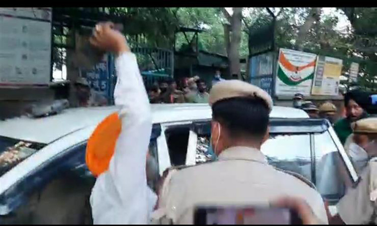 गुरुद्वारा चुनाव निदेशक पर हुए हमले और जूता फैंकने वालों पर केस दर्ज