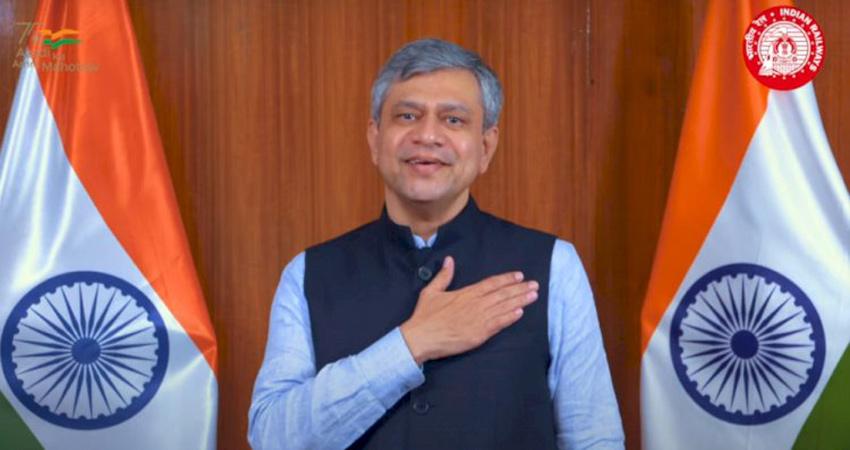 रेलवे कर्मचारियों ने गाया मिले सुर मेरा तुम्हारा गीत, मंत्री ने राष्ट्र को किया समर्पित
