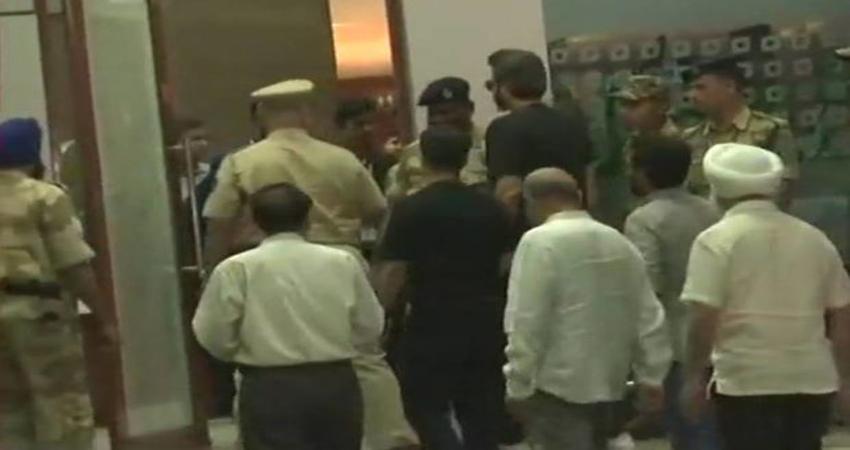 अंतिम दर्शन के लिए मुंबई के सेलिब्रेशन स्पोर्ट्स क्लब पहुंचा श्रीदेवी का पार्थिव शरीर