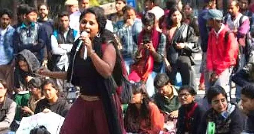 दिल्ली दंगे: दिल्ली पुलिस ने कोर्ट में JNU छात्राओं की जमानत अर्जी का किया विरोध