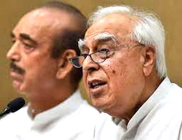 कांग्रेस नेतृत्व पर सिब्बल के सवाल से मचा बवाल, आजाद ने CWC बुलाने की मांग की