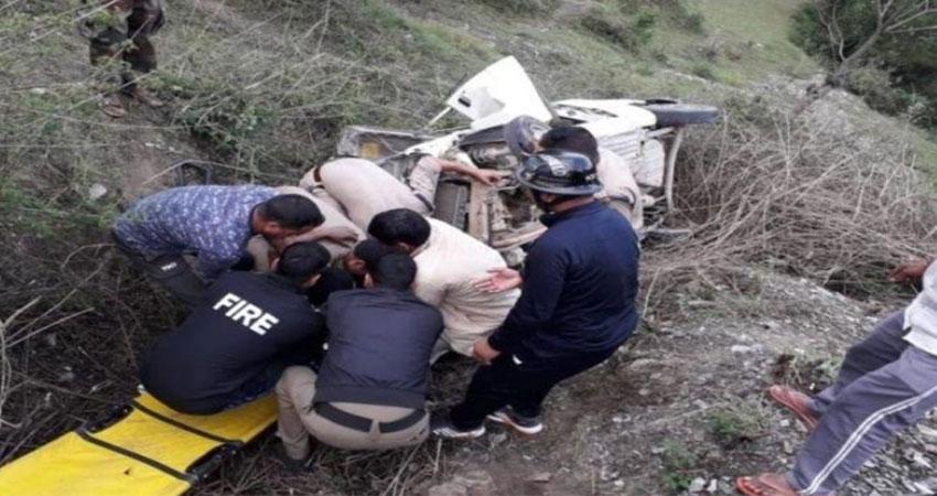 उत्तरांखडः खाई में गिरा मैक्स वाहन, 3 महिलाओं समेत 6 की मौत