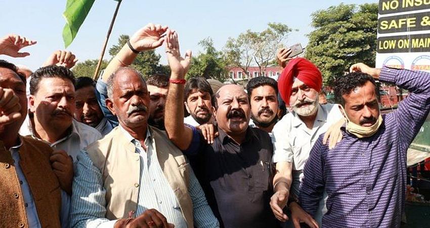 जम्मू कश्मीर कांग्रेस ने नए भूमि कानूनों का विरोध किया, PDP ने प्रदर्शन किया