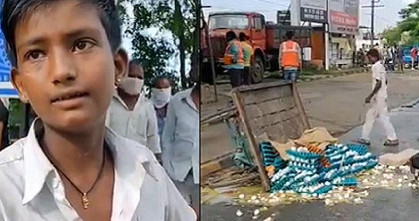अंडे बेच रहे लड़के का ठेला पलटने का वीडियो वायरल, निशाने पर भाजपा सरकार