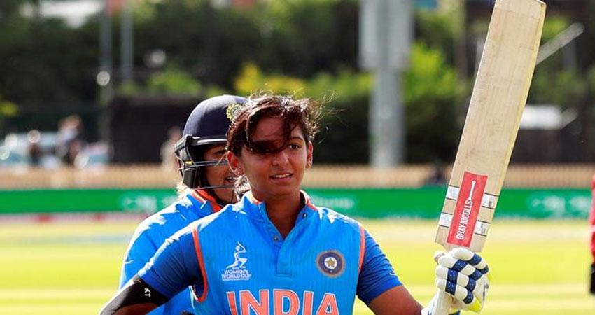 पहले ही मैच में कप्तान हरमनप्रीत ने बनाया रिकॉर्ड, बनीं विश्व की तीसरी महिला क्रिकेटर