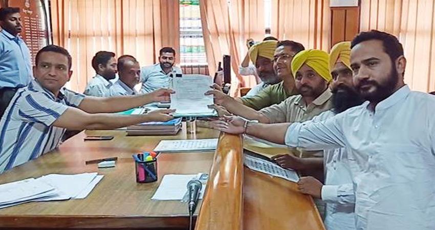 AAP नेता भगवंत मान ने दाखिल किया नामांकन, घोषित की संपत्ति