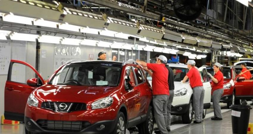#AutoIndustry बेहाल, वाहन बिक्री में रिकॉर्ड गिरावट, हजारों ने गंवाई #Jobs