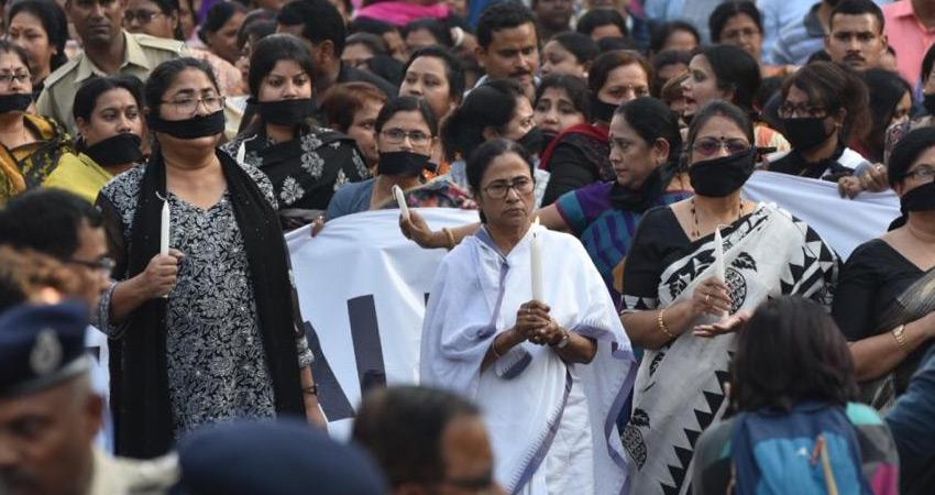 ममता बनर्जी बोलीं- अपने बहादुर जवानों के साथ एकजुट खड़ा है राष्ट्र