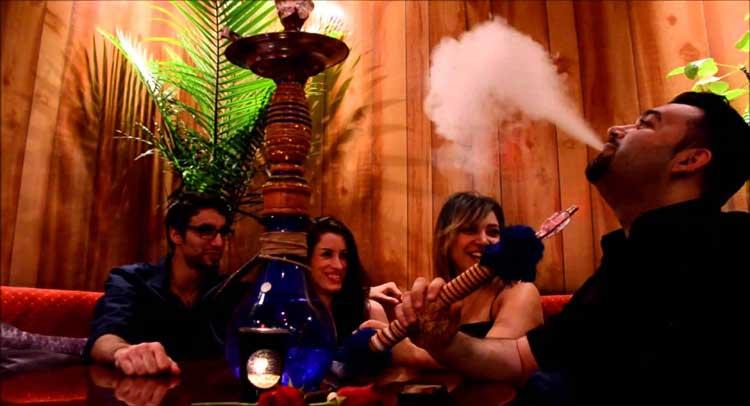हुक्का बार में धुएं में उड़ रही जोश-ए-जवानी -  the-growing-interest-of-young-people-of-hookah