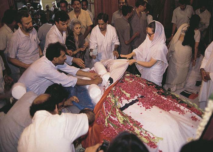 राजीव गांधी की मौत के बाद कुछ ऐसा था मंजर जब सोनिया की चीख से दहल गया 10  जनपथ - rajeev-gandhi-27th-death-anniversary