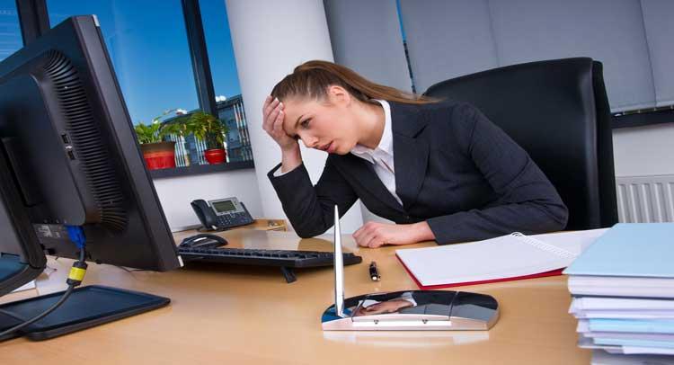 ऑफिस के Busy शेड्यूल से है तनाव, तो अपनाएं ये तरीके... -  if-tou-are-leaving-your-jod-due-to-desk-bound-then-follow-these-tips