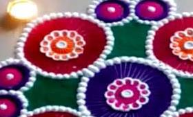 इस दिवाली रंगों के बिना बनाए शानदार रंगोली, 5 आसान टिप्स