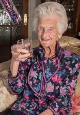 विहस्की पीना हुआ फायदेमंद, मिली 112 साल लंबी जिंदगी