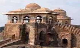 इतिहास के कई पन्ने खोलती है दिल्ली की ये हवेलियां और महल, जरूर जाएं