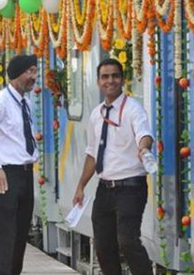 भारतीय रेलवे में बंपर भर्ती, मोदी सरकार ने खेला बड़ा दांव