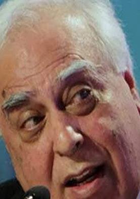 राफेल मुद्दा: कांग्रेस बोली- 'आधारहीन हलफनामे' की मंशा मोदी को बचाने की
